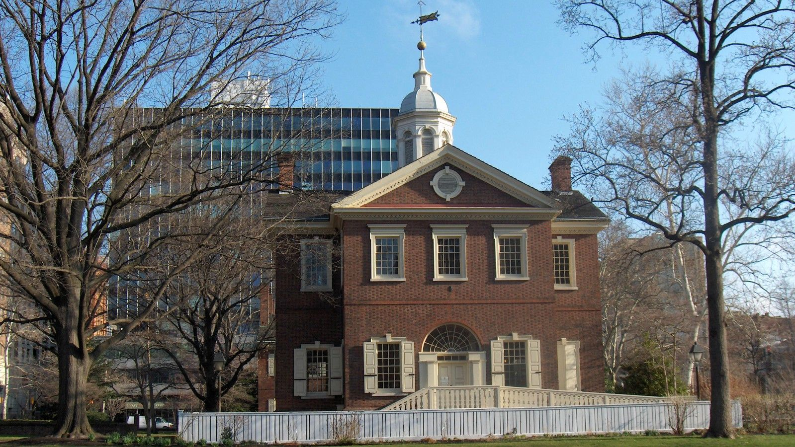 hotels near independence hall