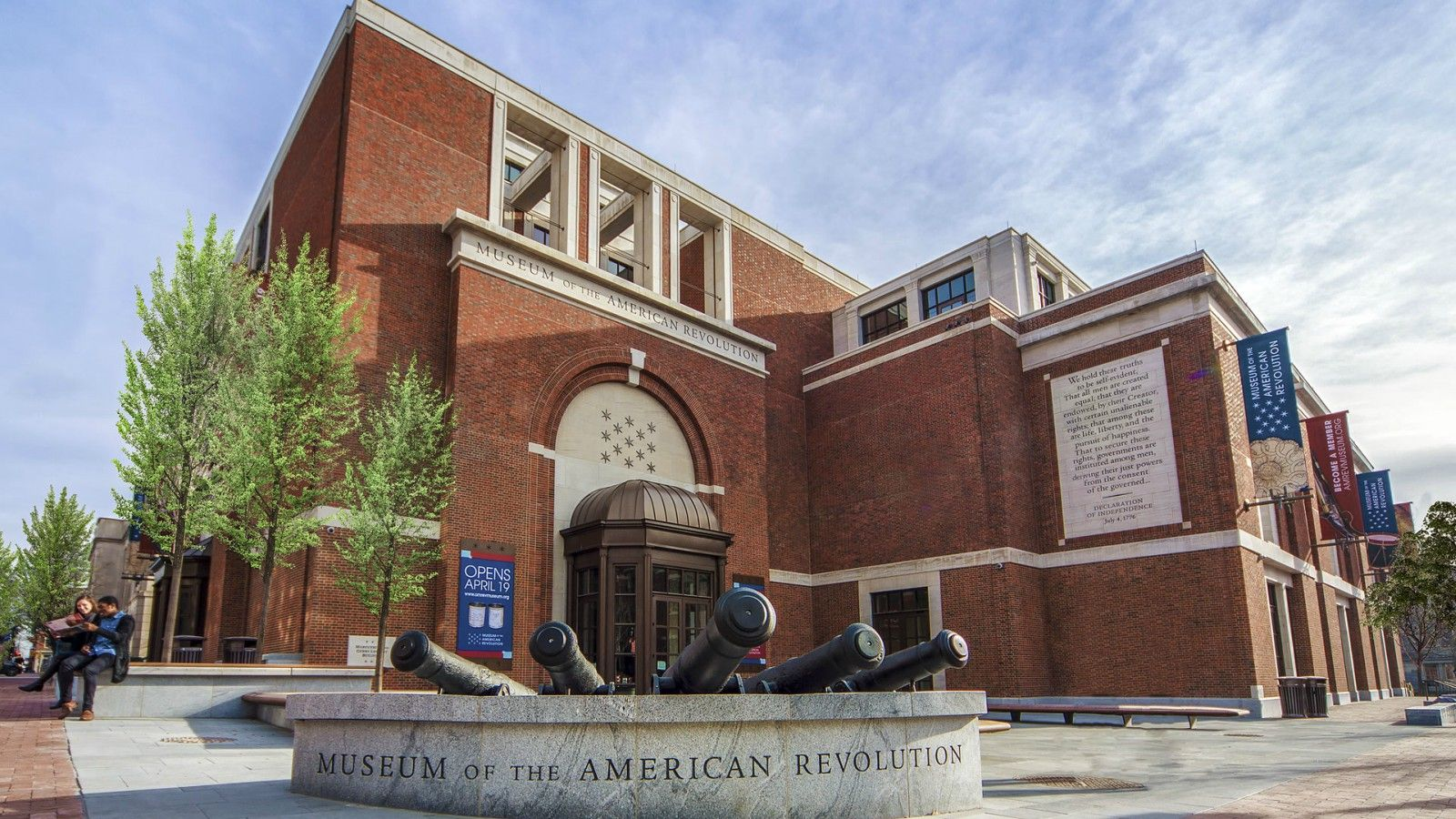 hotels near the museum of the american revolution